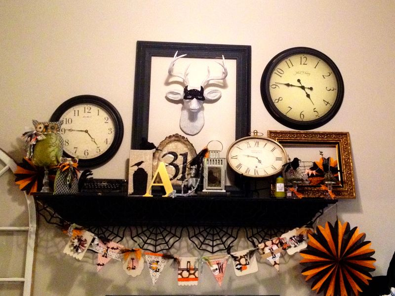 Halloween mantle 13